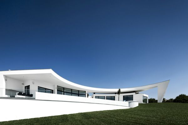 design residence Colunata White Silhouette With An Intricate Geometry in Portugal: Colunata House