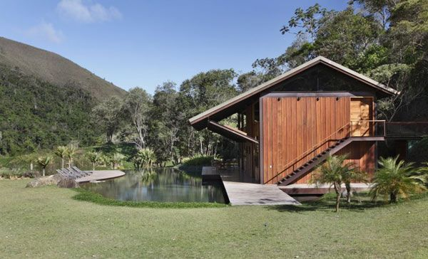 House in Itaipava by Cadas Architecture 2 Itaipava House Bordering And Encompassing Water