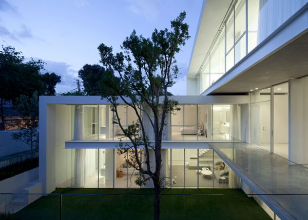 Barak House by Pitsou Kedem 16 Original Modern Home Conveniently Built Between Two Yards in Israel