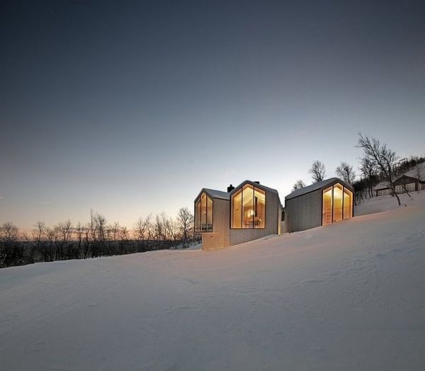 split view mountain lodge 2 Mountain Holiday Home Exhibiting a Contemporary Design Approach in Norway