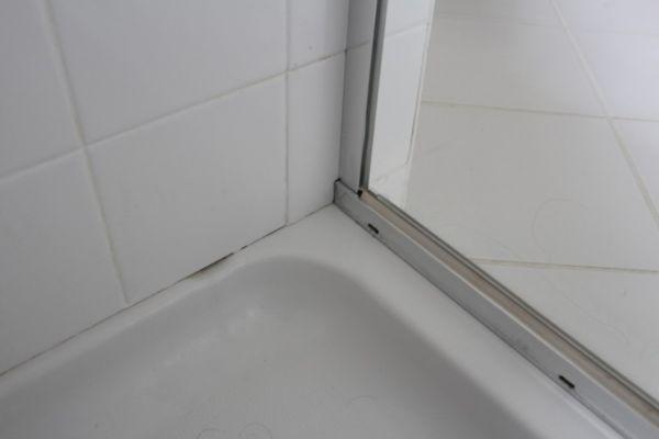 removing shower caulk 2