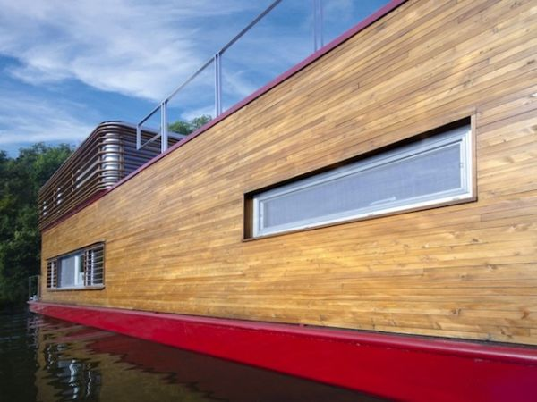 Compact SayBoat Floating Residence in the Czech Republic (12)