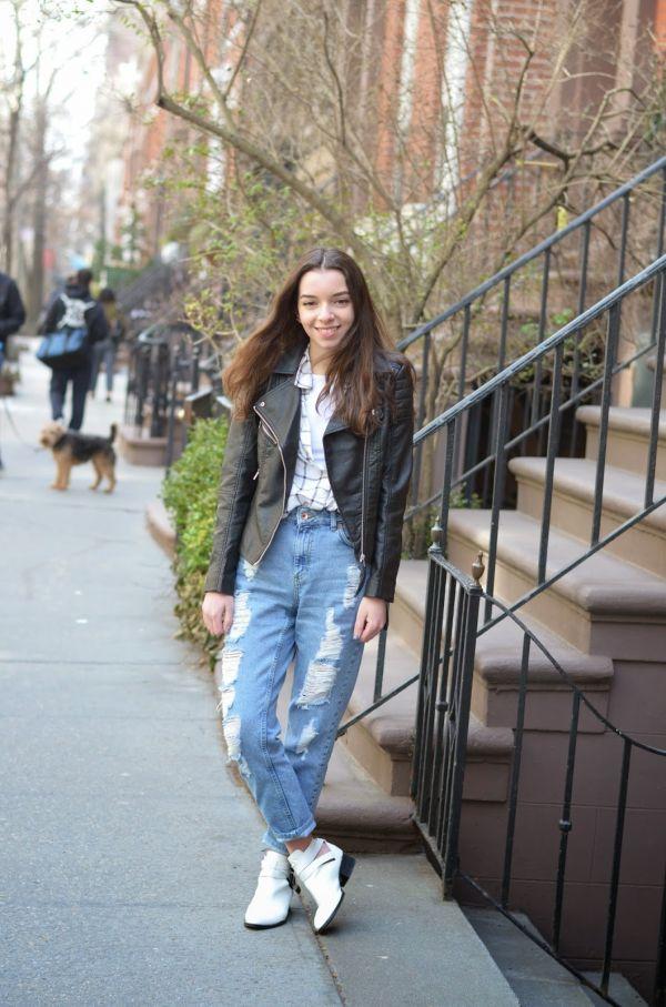 mom jeans teen vogue fashion starts here. Black Bedroom Furniture Sets. Home Design Ideas
