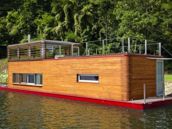 Compact SayBoat Floating Residence in the Czech Republic (9)