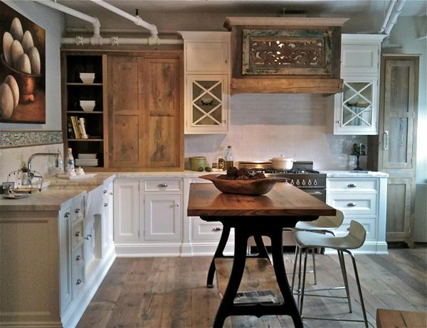 reclaimed wood hood Sustainable Style : Rebuilding or Renovating Your Home with Reclaimed Wood