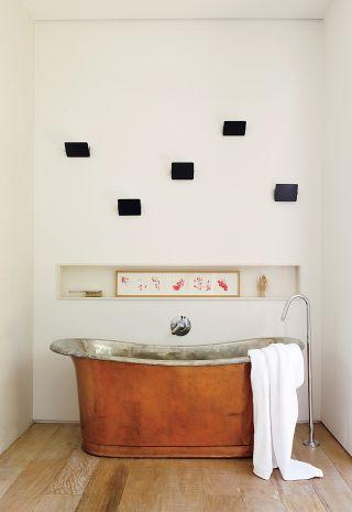 Contemporary Bathroom by Isay Weinfeld in São Paulo, Brazil