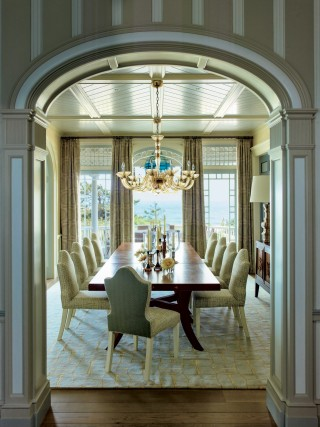 Contemporary Dining room by S.R. Gambrel Inc. and Robert A.M. Stern Architects in East Quogue, New York