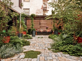 Contemporary Garden by Laura Santos and 1100 Architect in New York, New York