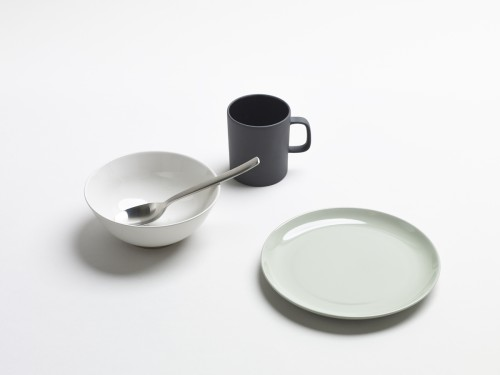 Olio is a minimalist design created by England-based designer Edward Barber & Jay Osgerby. Olio is new range of tableware by Edward Barber and Jay Osgerby for the ceramic company, Royal Doulton. (10)