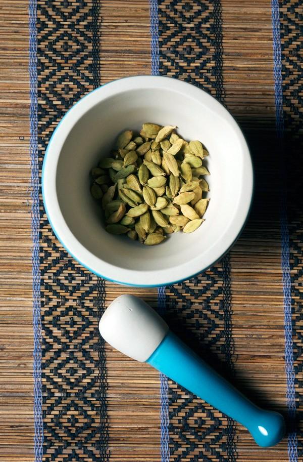 Adding Aroma to Cocktails: Cardamom Tincture