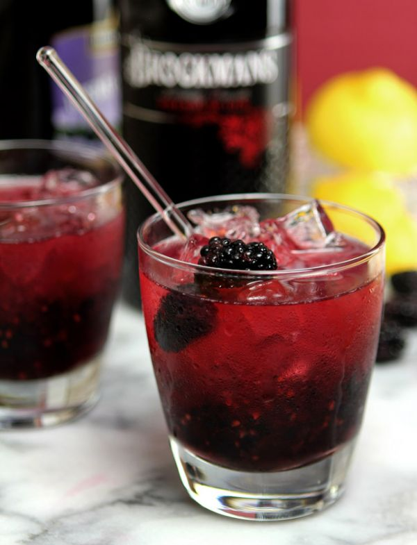 The Bramble Cocktail - Gin, Blackberry and Lemon