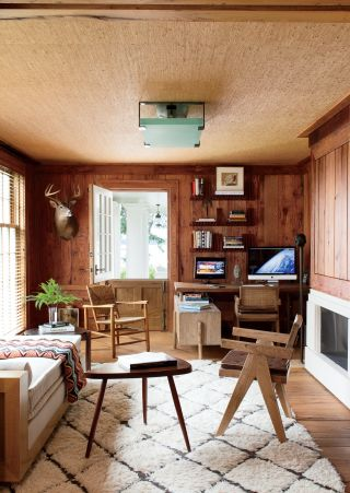 Rustic Office/Library by Piccione Architecture & Design and Piccione Architecture & Design in Shelter Island, New York