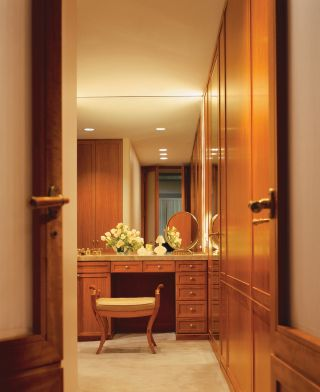 Traditional Dressing Room/Closet by Naomi Leff
