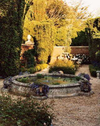 Traditional Garden in East Hampton, New York