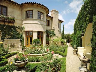 Traditional Garden by J. Jonathan Joseph and Peter Schifando and Robert Attree in Beverly Hills, CA